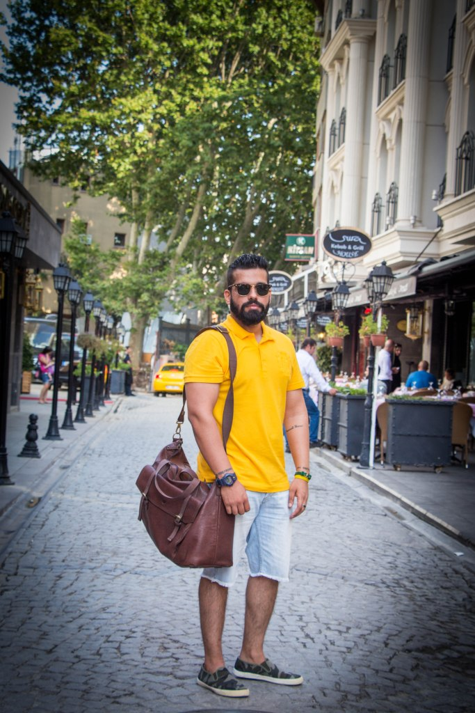 Once a while, the blogger needs to be in front of the camera too right? Right guys? Aaaah, never mind! On Al Claudius : Clubmaster Shades by RayBan, Polo Tee by Lacoste, Hand-made Leather Holdall by Hidesign, Watch by G Shock, Denim Shorts by 21 Men, Camo Shoes from a Boutique in Australia