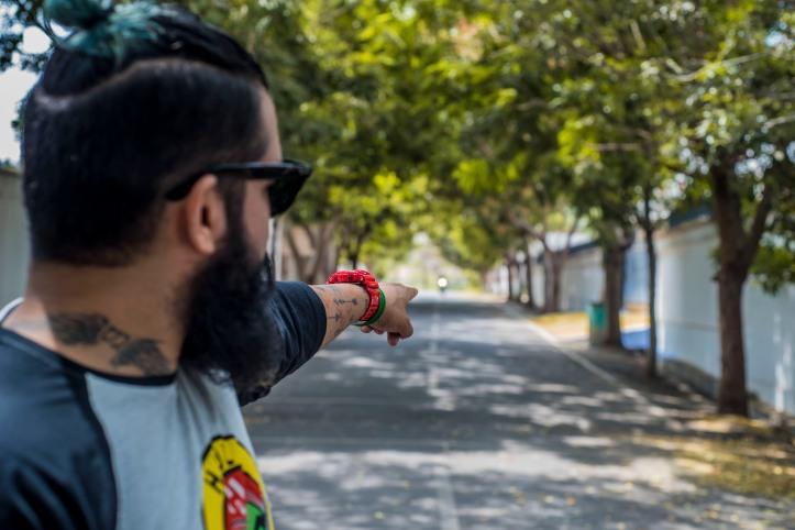 Haul Tee Manbun skateboarding