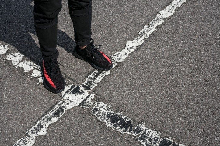 adidas Originals Yeezy Boost 350 V2 Black/Red BRED